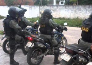 Equipes do RAIO apreendem arma de fogo em Barbalha e droga na cidade de Crato na noite desta sexta-feira