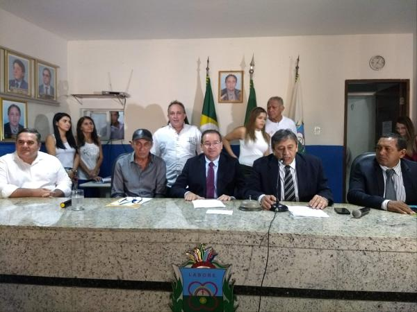 Câmara do Crato concede título de cidadão cratense ao cantor Raimundo Fagner