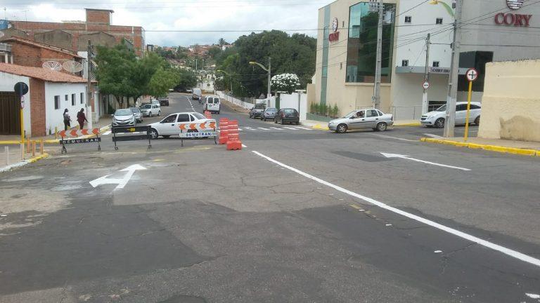 DEMUTRAN Crato muda o sentido de tráfego das ruas Nelson Alencar e Rodolfo Teófilo