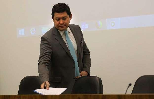 Em meio a investigações,  STF afasta ministro do Trabalho