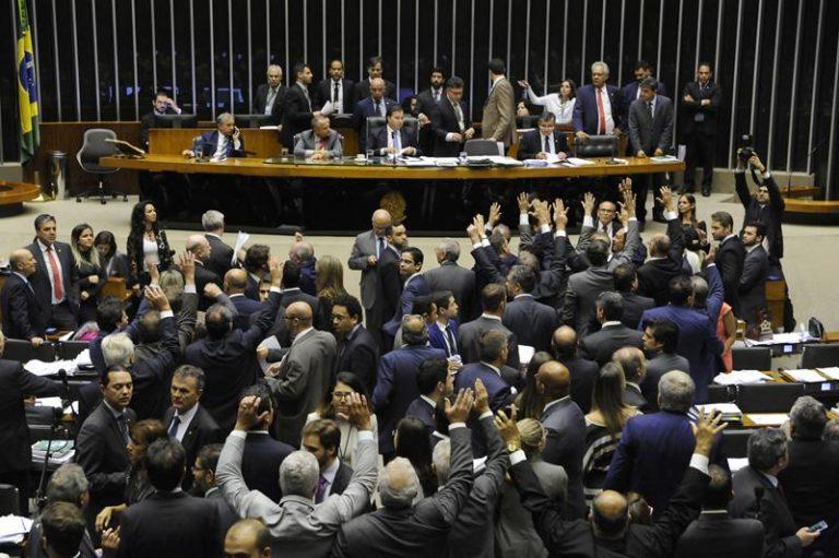 Parecer da LDO veta renúncia fiscal, reduz custeio e congela salários