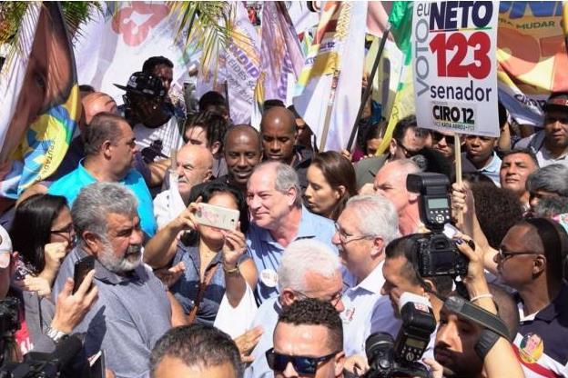 Em evento no Rio, Ciro volta a atacar vice de Bolsonaro