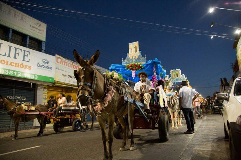 Procissão dos Carroceiros segue tradição, em Juazeiro do Norte