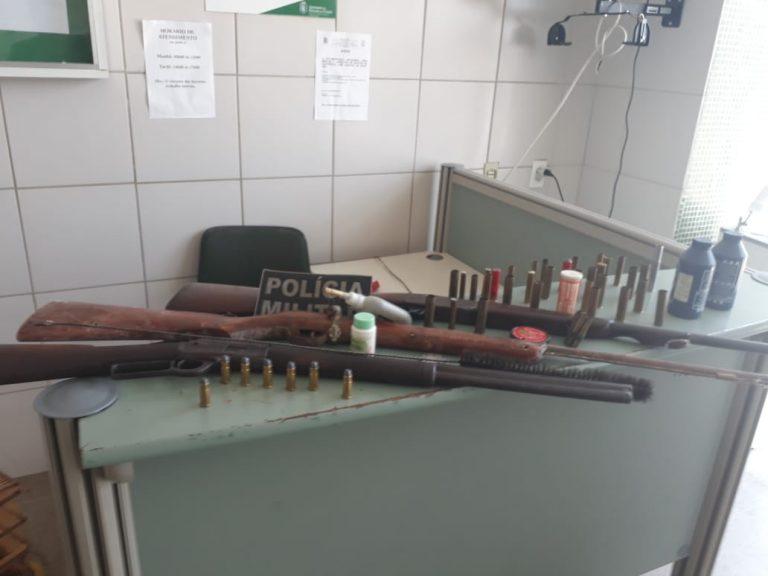 Aposentado é preso acusado posse ilegal de arma de fogo e crimes ambientais, em Mauriti
