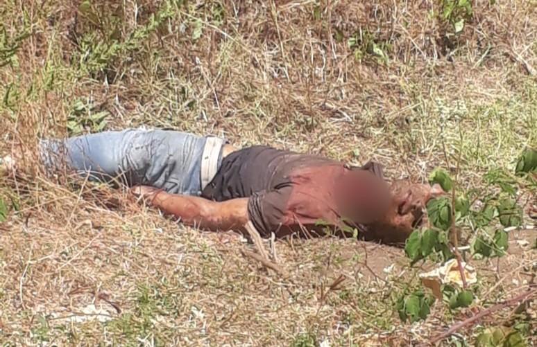 Agricultor é encontrado morto com os olhos arrancados, semi degolado além de uma perfuração no tórax, em Assaré