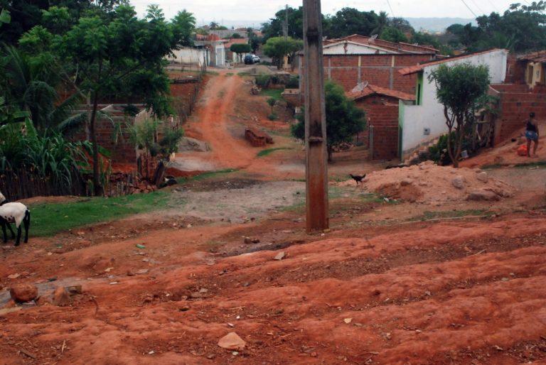 Moradores cobram melhorias no bairro Vila Lobo em Crato