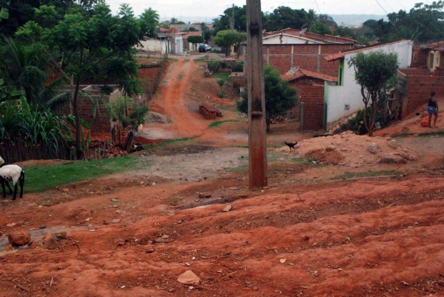 Moradores cobram melhorias no bairro Vila Lobo em Crato (1)