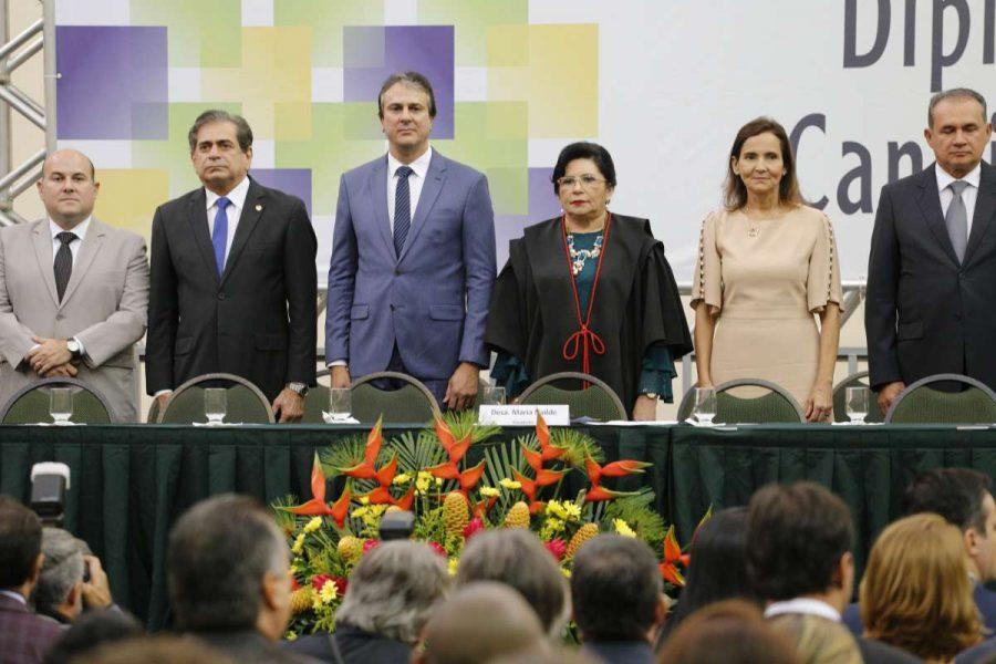 Camilo Santana e Izolda Cela são diplomados para o segundo mandato
