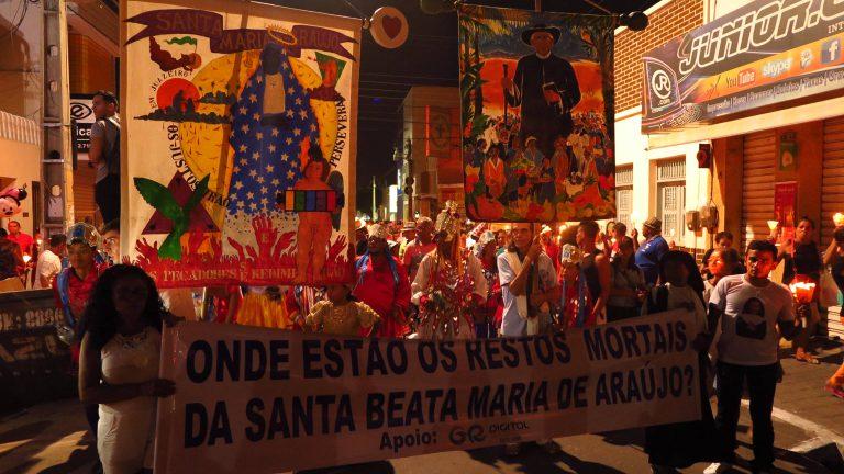 Grupo atuou na Romaria de Candeias, ano passado, participando da procissão das luzes. (Foto Antonio Rodrigues)