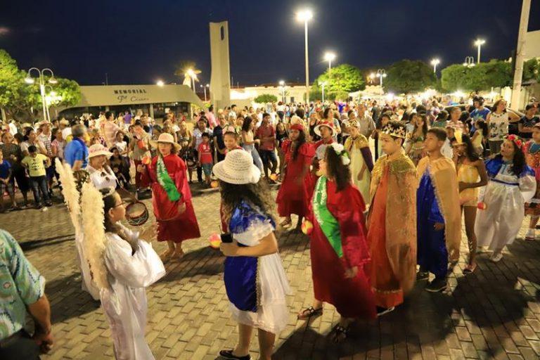 Grupos de tradição ocupam as ruas no encerramento do Ciclo de Reis
