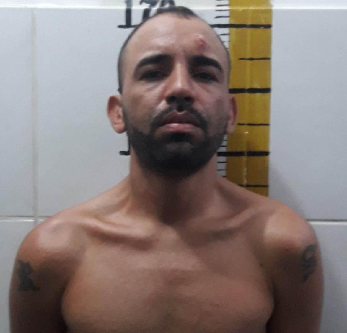 Após cometer assalto contra posto de combustíveis junto com comparsa, homem de 29 anos acaba preso pela policia militar, em Juazeiro