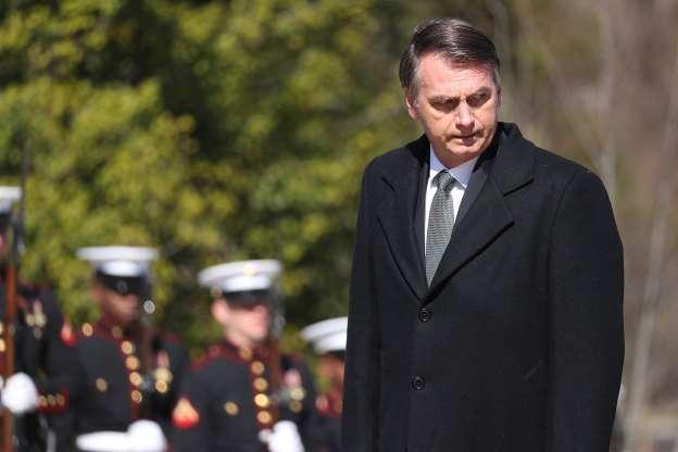 Bolsonaro perde um terço de apoio e é aprovado por 34%, diz Ibope