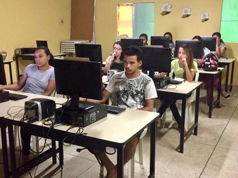 Em Crato, biblioteca Municipal oferece curso gratuito de Power Point para a comunidade