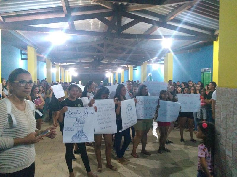 Universitários e Docentes da URCA- Campos Sales realizam manifestação contra a Reforma da Previdência