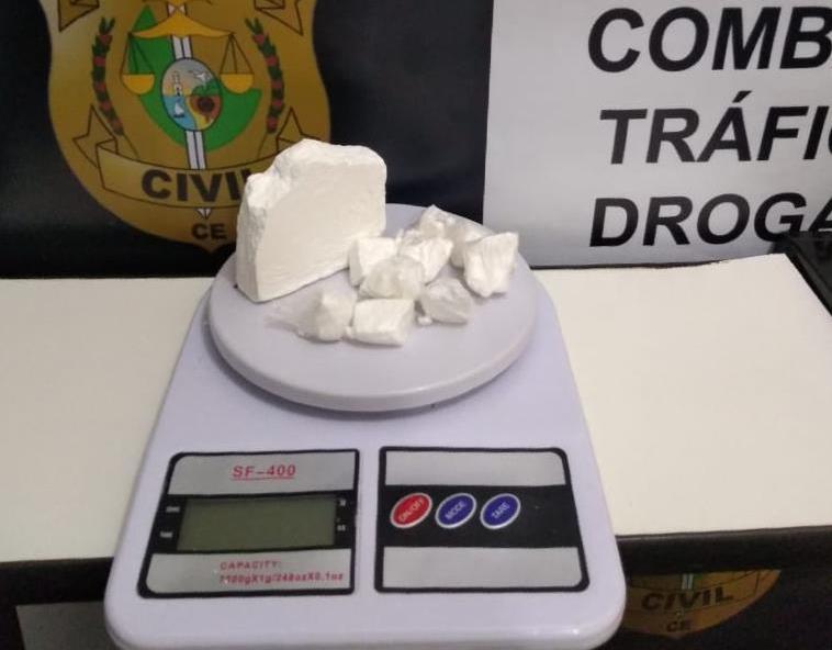 """145 gramas de cocaína apreendidos pela Polícia Civil em poder de""""Bile"""" e """"Sabão"""" em Juazeiro do Norte, 13 de maio de 2019"""