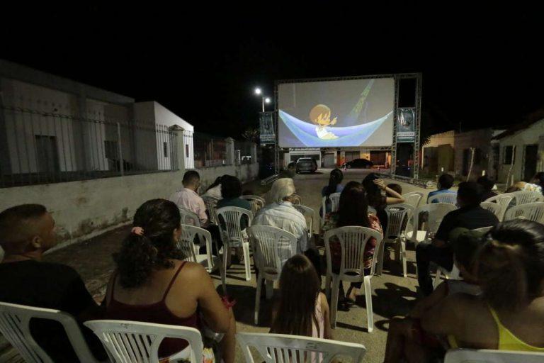 Cinema itinerante sessões ao ar livre encantam moradores de 09 cidades do cariri e outras 21 do estado