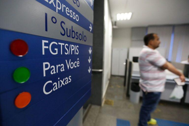 Mais de 2 milhões ainda não sacaram abono salarial ano-base 2017 - Foto Marcelo Camargo_Agência Brasil