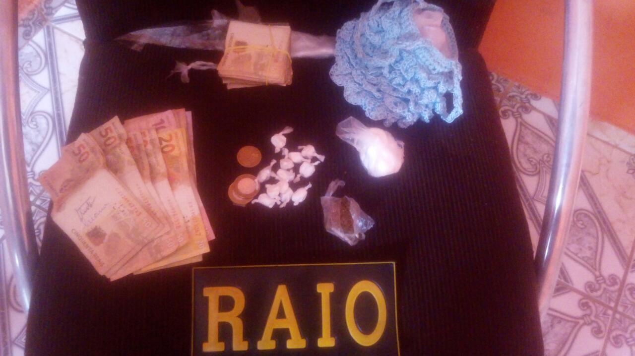 Menor de 15 anos com mandado de apreensão em aberto é flagrado pela PM na posse de mais 4 mil reais em dinheiro e drogas, em Juazeiro do Norte