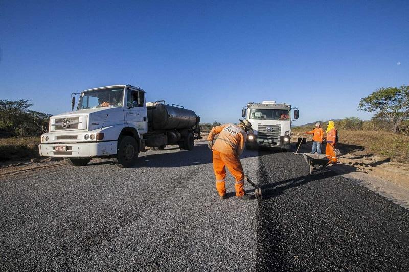 Mais de 1.640 km de estradas estaduais danificadas durante o período chuvoso no Ceará serão recuperados pelo governo do estado a partir de julho