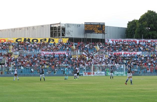 Ferrão cala Arruda e se isola na liderança ao vencer o Santa Cruz por 2 x 0