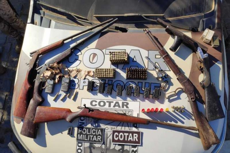 Foram encontradas seis armas de fogo enterradas em um milharal(Foto: Reprodução/SSPDS)