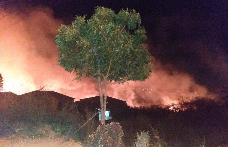 Incêndio assusta moradores do Sítio São Cosme, em Varzea Alegre