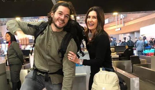 Saindo de férias, Fátima Bernardes e Túlio Gadêlha posam em aeroporto Feliz Foto Reprodução Instagram)