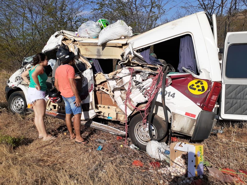 Criança de 7 anos morre e outras oito pessoas ficam feridas, dentre elas um menino de 10 anos em acidente em Assaré