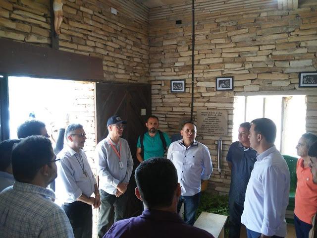 Governo Municipal de Santana do Cariri recebe comitiva do Governo estadual para tratar sobre a construção do monumento de Benigna