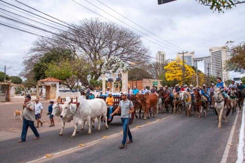 III Cavalgada da Mãe das Dores leva centenas de participantes às ruas em homenagem à Padroeira de Juazeiro do Norte