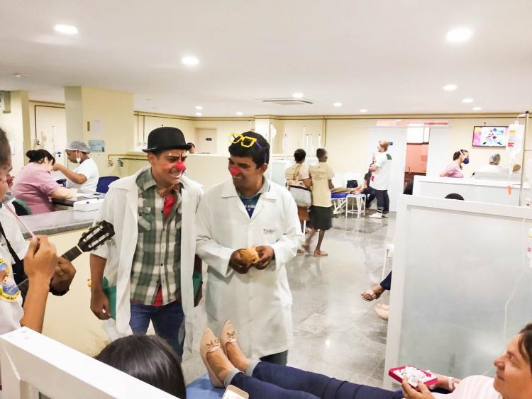 Jovens levam alegria a hospitais de Juazeiro do Norte