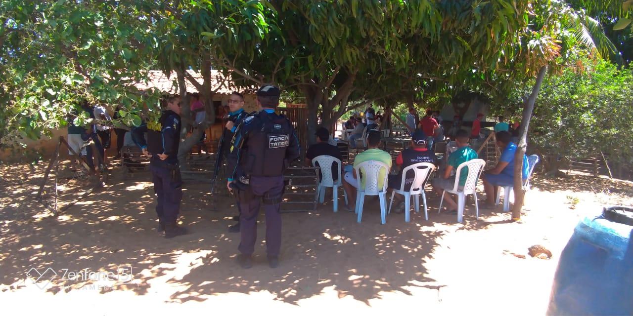 Polícia fecha rinha de galo e apreende 47 galos e diversos apetrechos em Brejo Santo Foto Polícias Militar do Ceará_Divulgação (3)