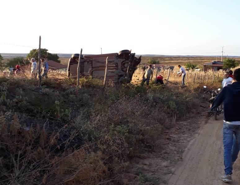 Três feridos em capotamento de veículo em Potengi Fotos Agência Caririceara (1)