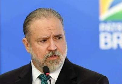 ''Não é governo. Interfira onde tem que interferir'', diz Bolsonaro a Aras