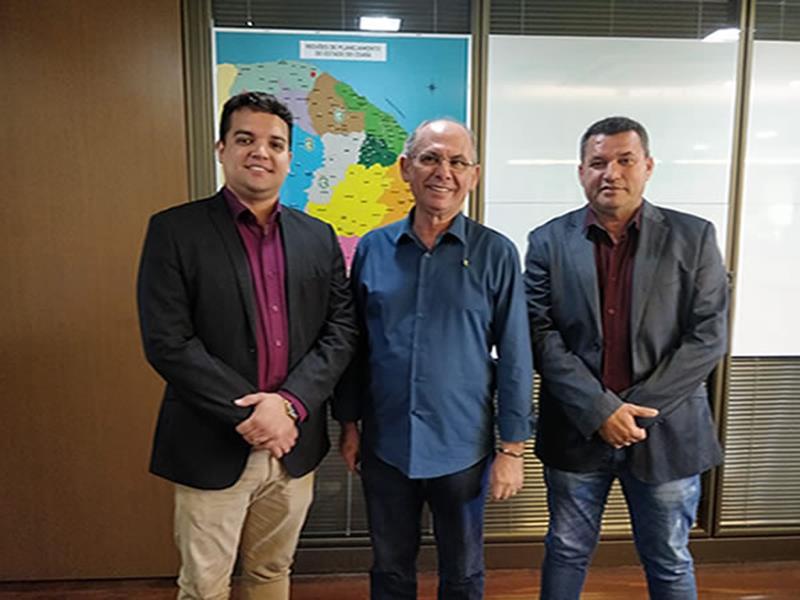 Prefeito de Santana do Cariri trata no Governo do Estado sobre infraestrutura de escolas e a Romaria de Benigna Foto Divulgação