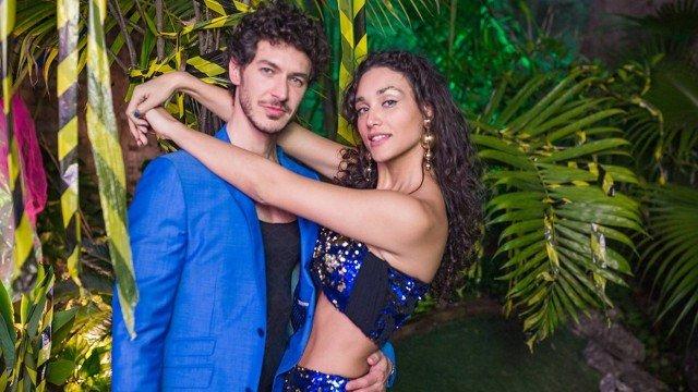 Débora Nascimento posa com namorado em festa Foto ReproduçãoFesta Apocalipe TropicalFacebook