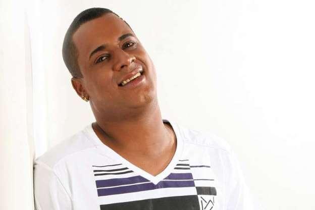 Ex-vocalista do Timbalada pede ajuda pelas ruas de Salvador