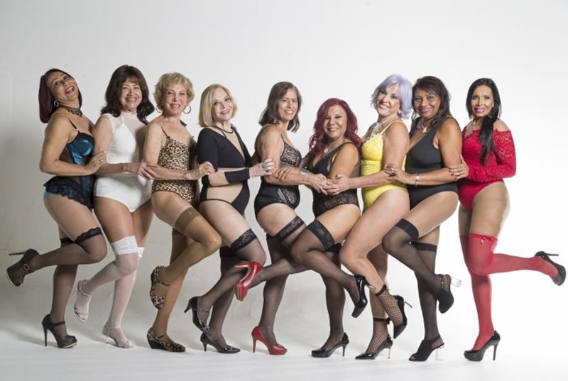Modelos da terceira idade posam de lingerie para calendário sexy (Copy)