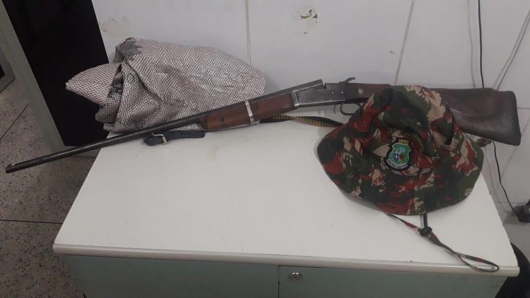 Policiais do BPMA apreendem espingarda calibre 32 em Juazeiro do Norte Foto Divulgação