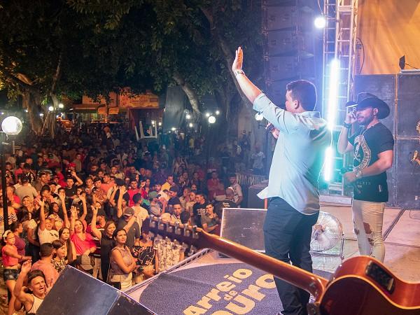 Prefeito Pedro Henrique agradeceu a presença do público que lotou o calçadão municipal CréditoSalmo Nery, Ronuery Rodrigues