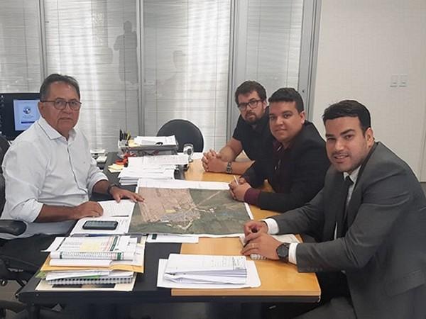Prefeito Pedro Henrique visitou a Superintendência de Obras Públicas Foto Ascom.