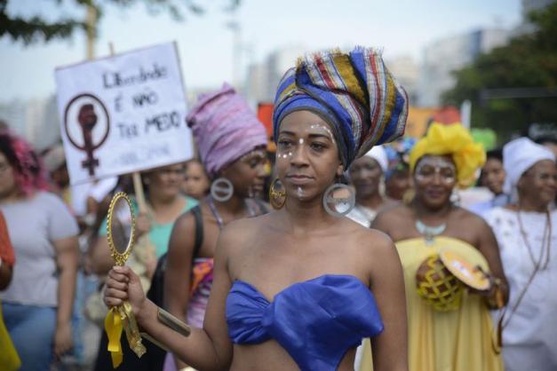Quarta Marcha das Mulheres Negras em Copacabana, no Rio de Janeiro, protesta contra a violência que atinge as mulheres negras em todo o país. (Foto Tomaz SilvaAgência Brasil)