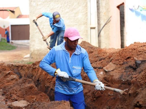 Crato. SAAEC realiza extensão de rede de esgotamento sanitário na Vila Sardinha