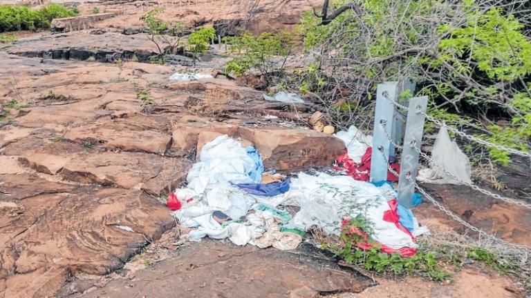 Descarte irregular de lixo degrada área turística no Cariri Foto ANTONIO RODRIGUES_DN