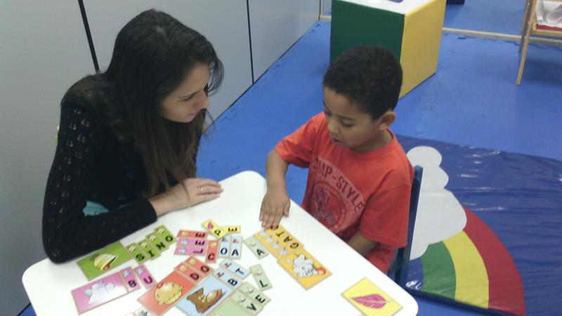 equipes multidisciplinares para atendimento de crianças com autismo Foto Divulgação