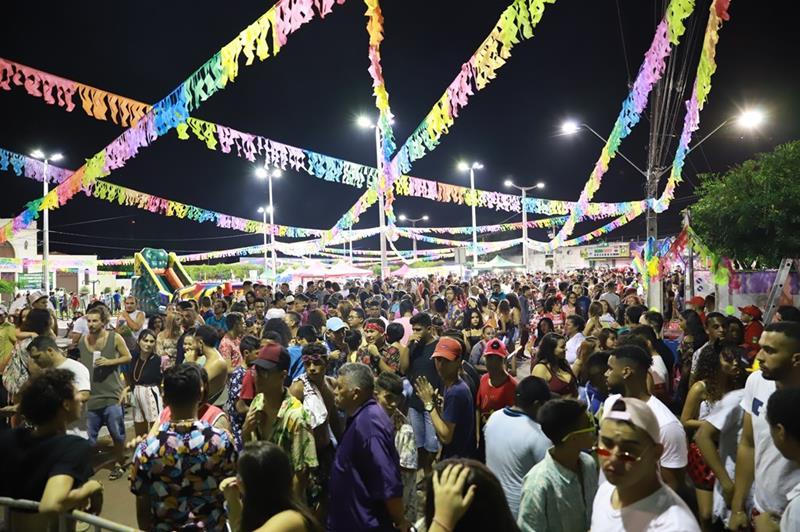 Animação marcam o primeiro dia do Carnaval Cultural, em Juazeiro do Norte