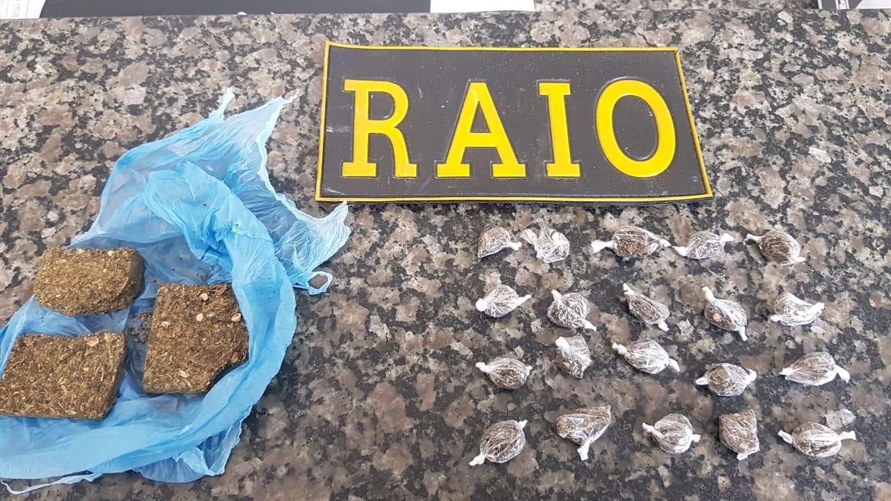 Dupla é conduzida pelo RAIO a 19ª DRPC Crato ao ser flagrada no bairro Independência na posse de maconha Foto Redes sociais
