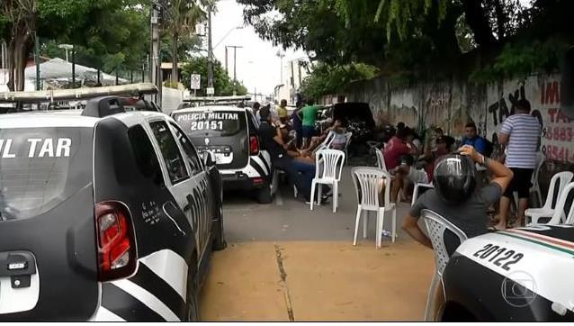 Policiais reduzem de 18 para 3 os pontos de reivindicação para encerrar motim no Ceará
