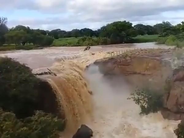Cachoeira de Missão Velha mudou sua paisagem após as fortes chuvas que caíram na última semana — Foto Reprodução