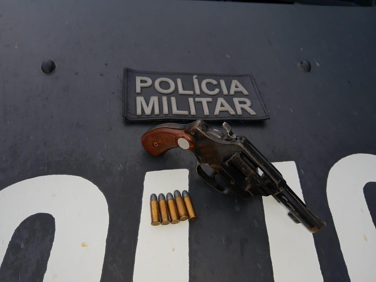 Homem é preso após surtar em virtude do coronavírus e ameaçar as pessoas com arma, em Mauriti Foto Redes sociais